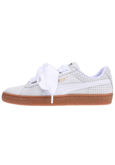 Puma Basket Heart Perf Gum Sneakers voor Dames Wit