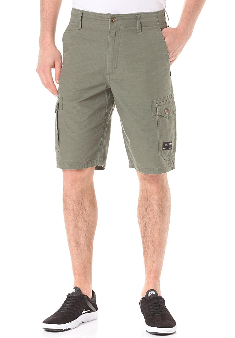 oakley foundation cargo cargo shorts f r herren gr n planet sports. Black Bedroom Furniture Sets. Home Design Ideas