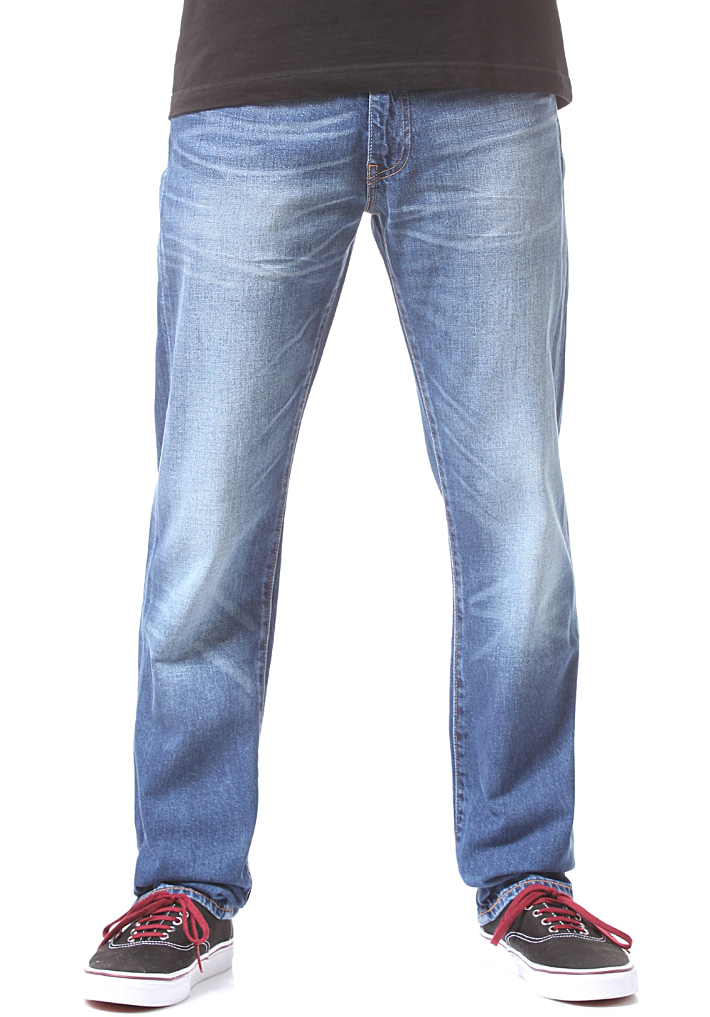 Men's regular fit jeans at Buckle are a balanced fit that is not too slim and not too relaxed. Find new styles on a classic fit that is designed to last.